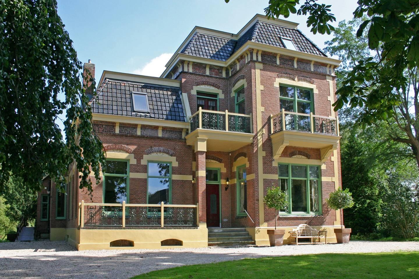 Luxe villa om te huren voor 20 personen grote groepen for Grote villa