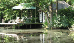 huisje aan water